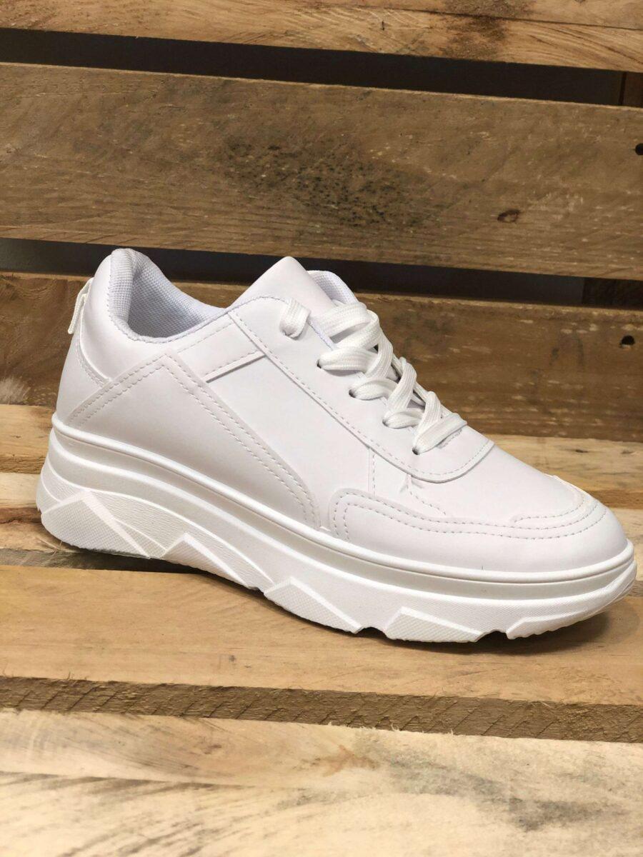 Hvide Sneakers med tyk sål og snørrebånd